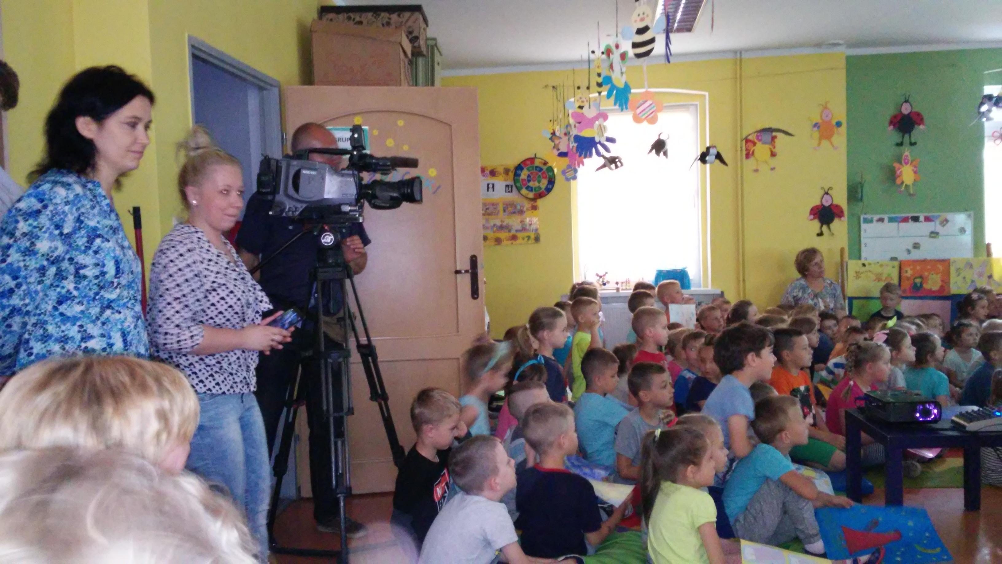 Ilustracja do informacji: TVP3 Gorzów na prapremierze teledysku w Szprotawie!