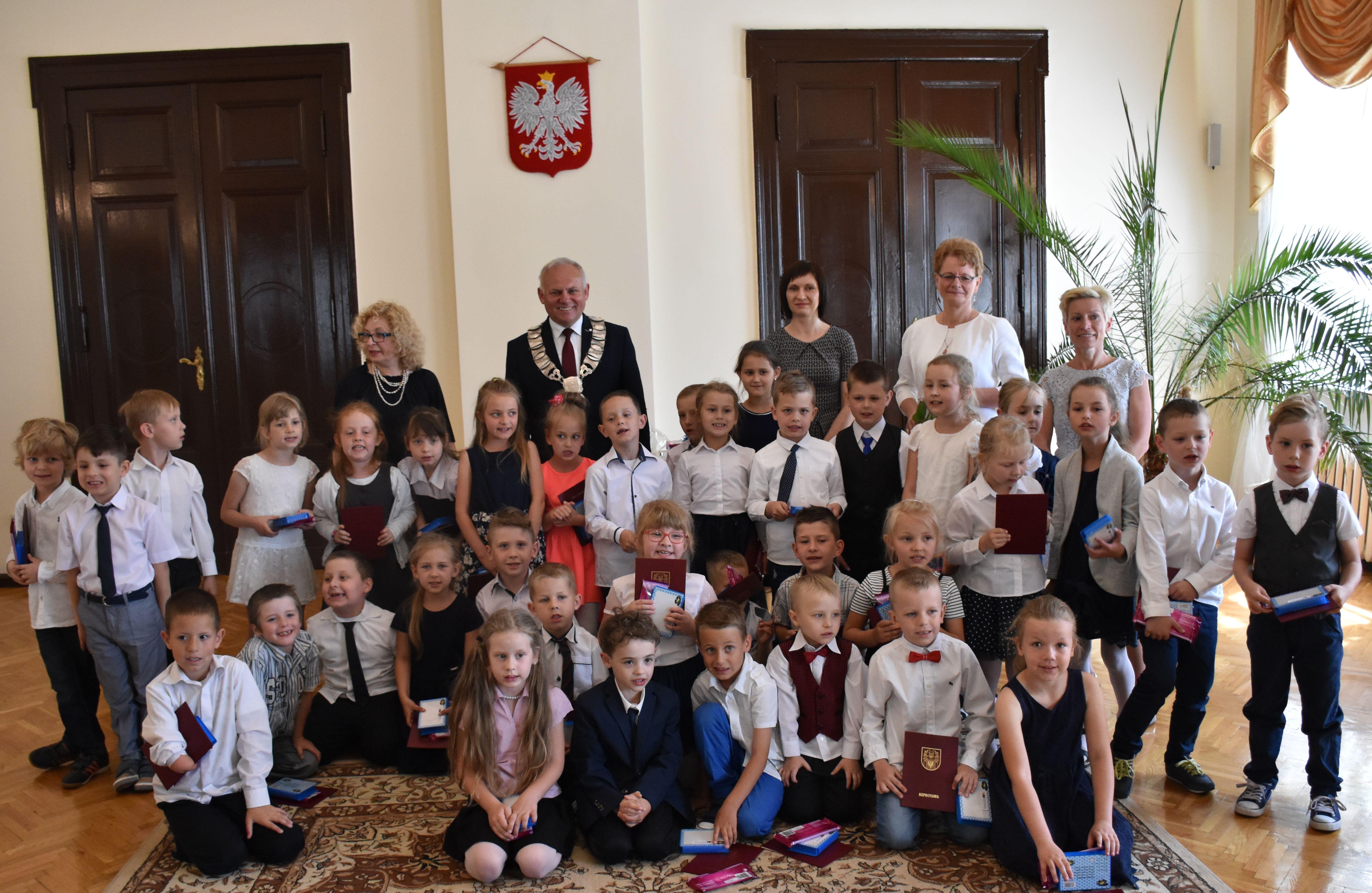 Ilustracja do informacji: Uroczystość przyjęcia przedszkolaków w poczet społeczności samorządowej Szprotawy