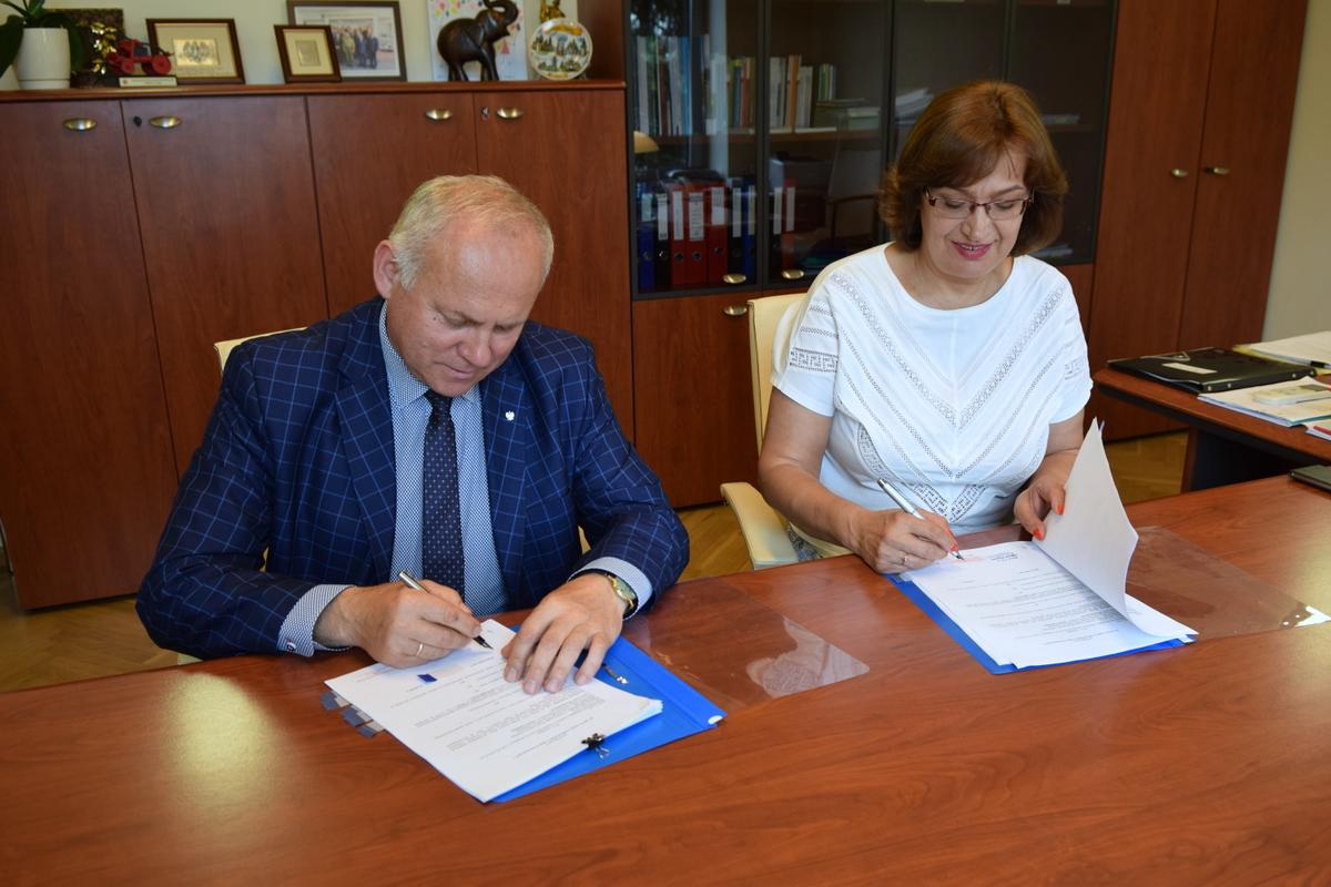 Ilustracja do informacji: Umowa o dofinansowanie na przebudowę przedszkola podpisana