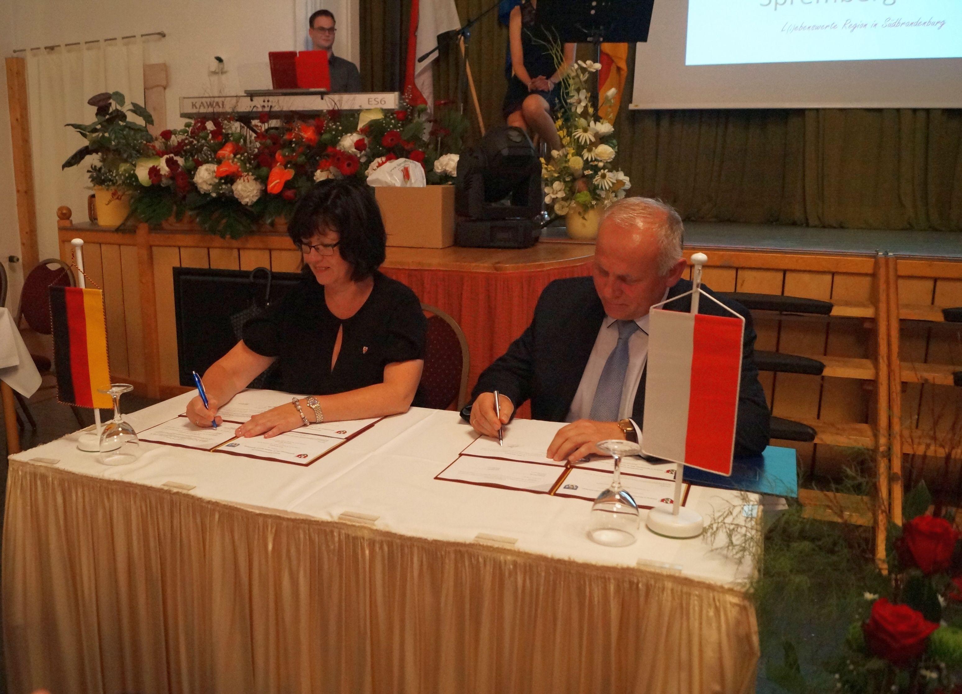 Ilustracja do informacji: Umowa o współpracy gospodarczej ze Sprembergiem zawarta