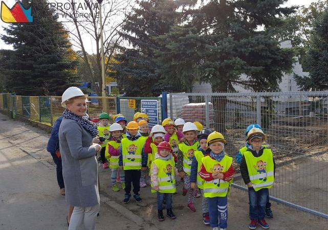 Ilustracja do informacji: Przedszkolaki z wizytą na budowie