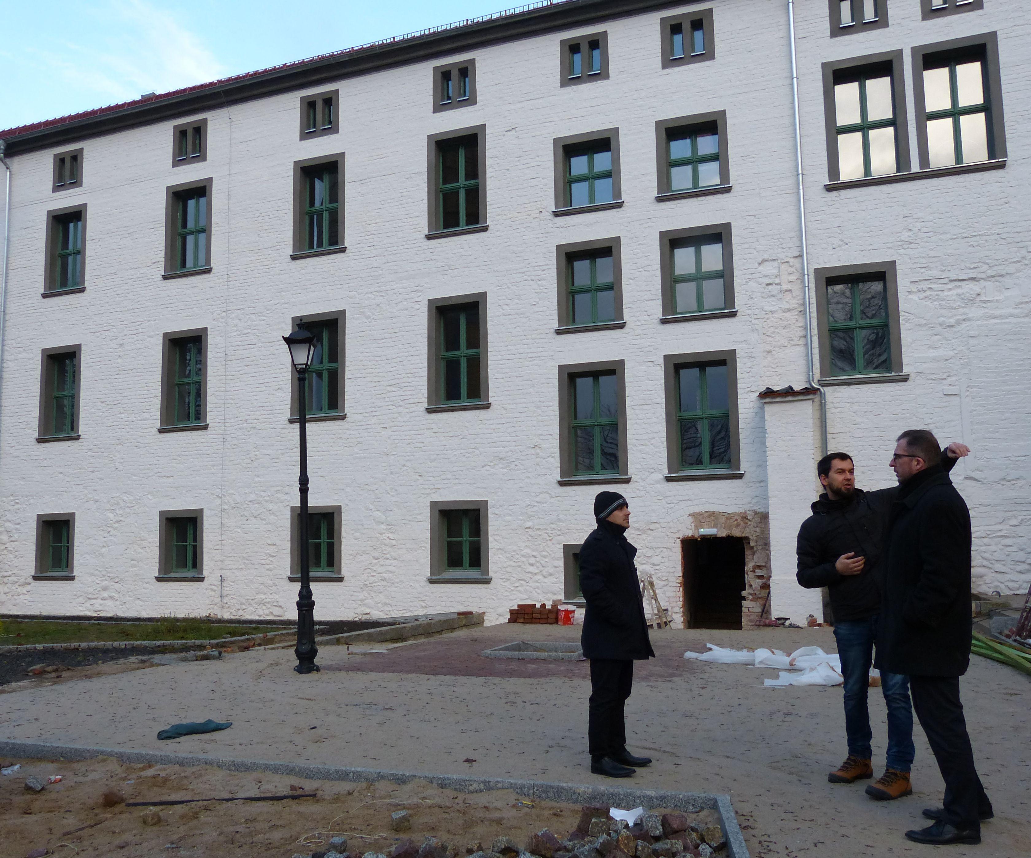 Ilustracja do informacji: Burmistrz na placu budowy