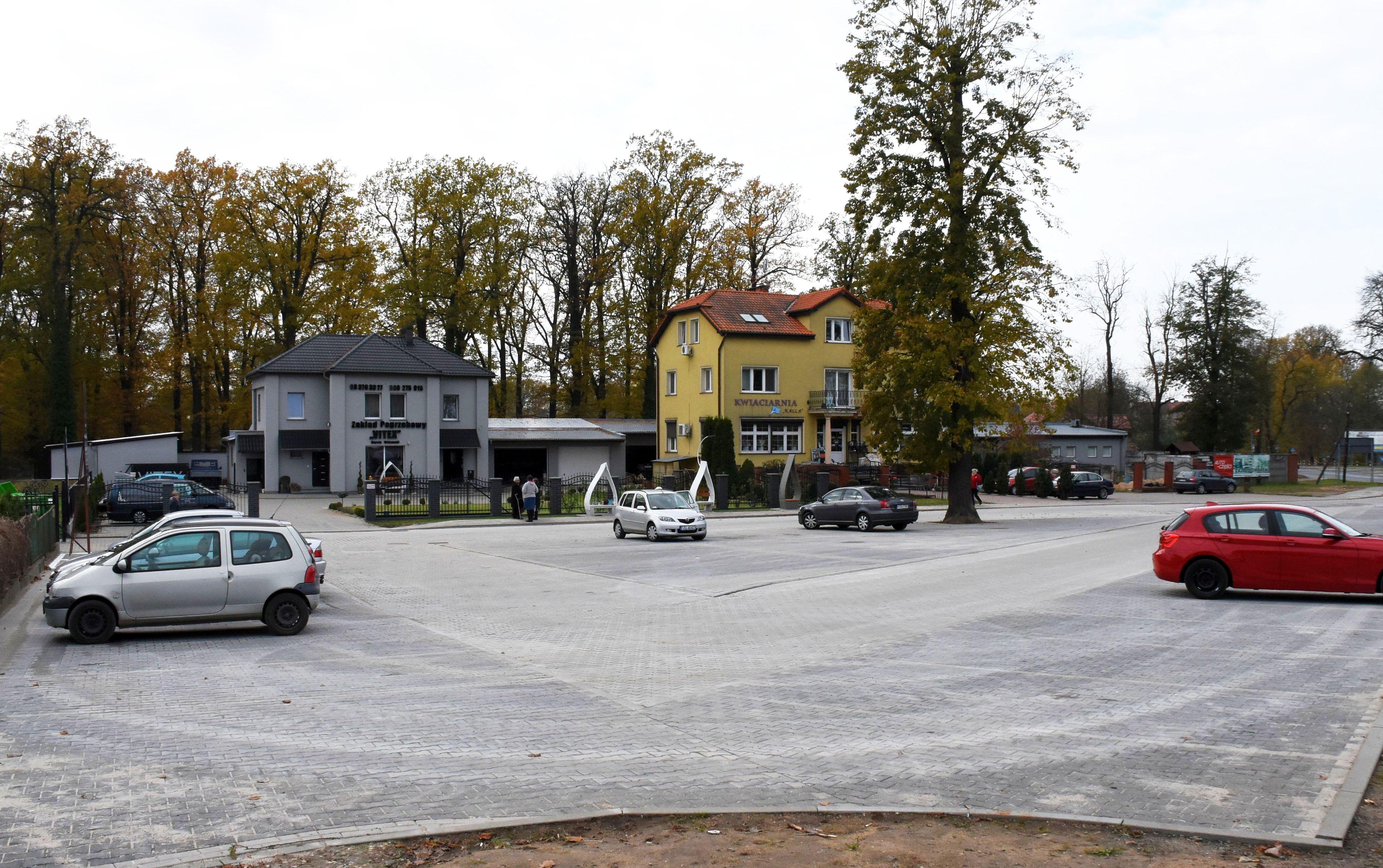 Ilustracja do informacji: Dwa parkingi przy cmentarzu oddane do użytku