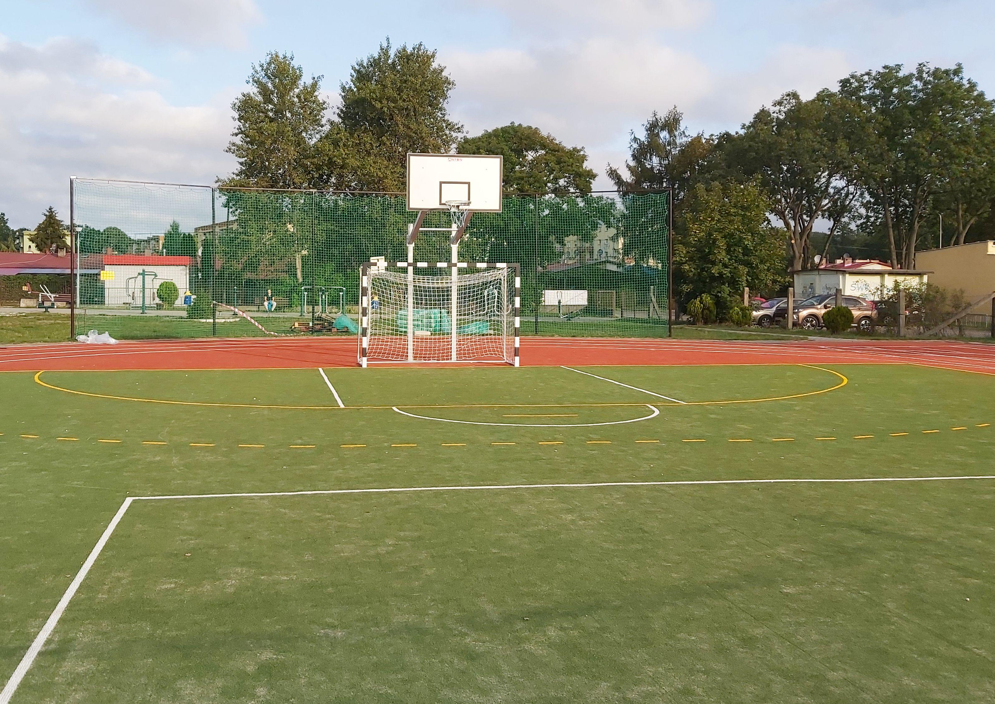 Ilustracja do informacji: Pierwsze treningi na nowym boisku