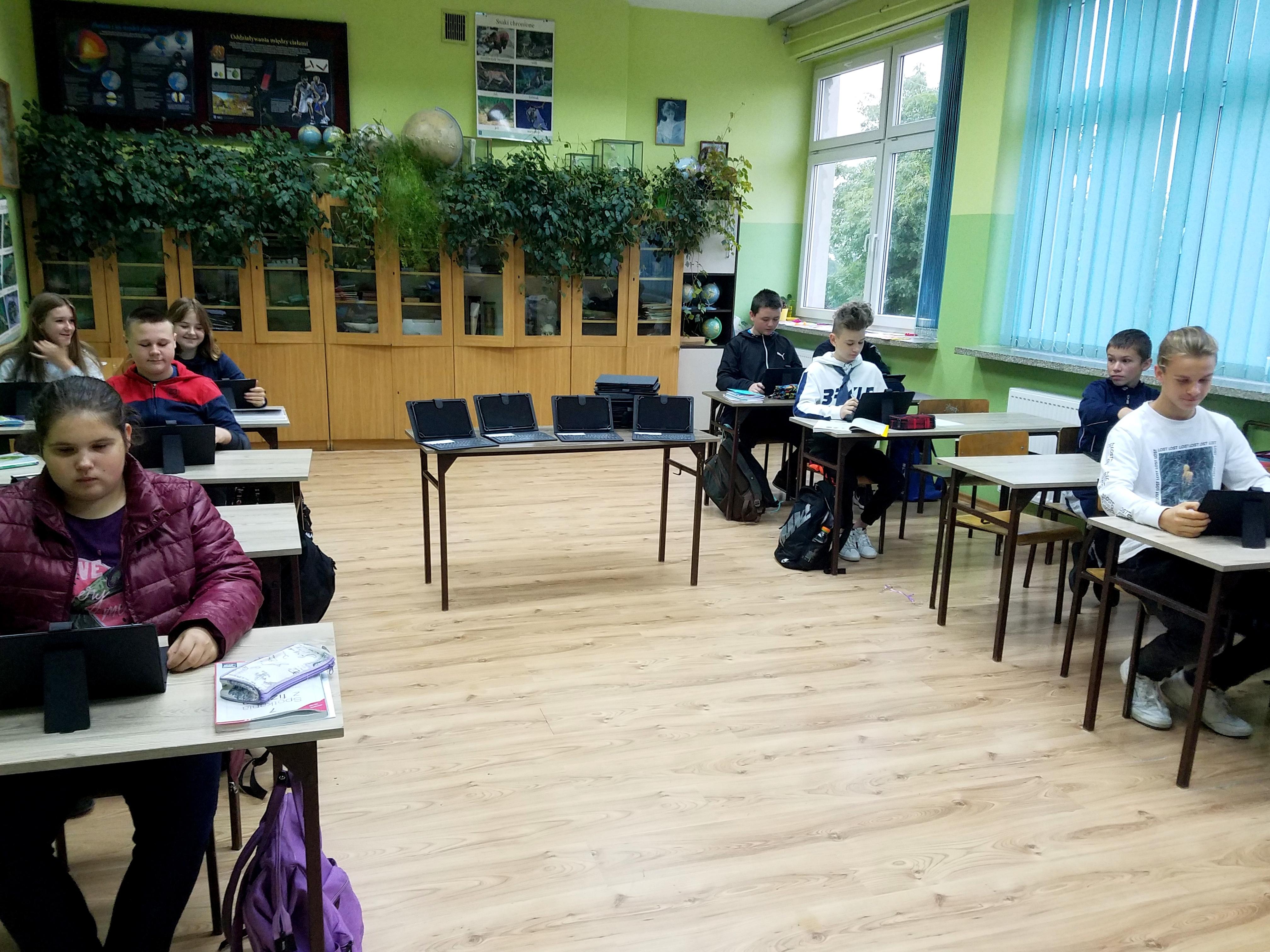 Ilustracja do informacji: Coraz więcej nowoczesnego sprzętu w szkołach