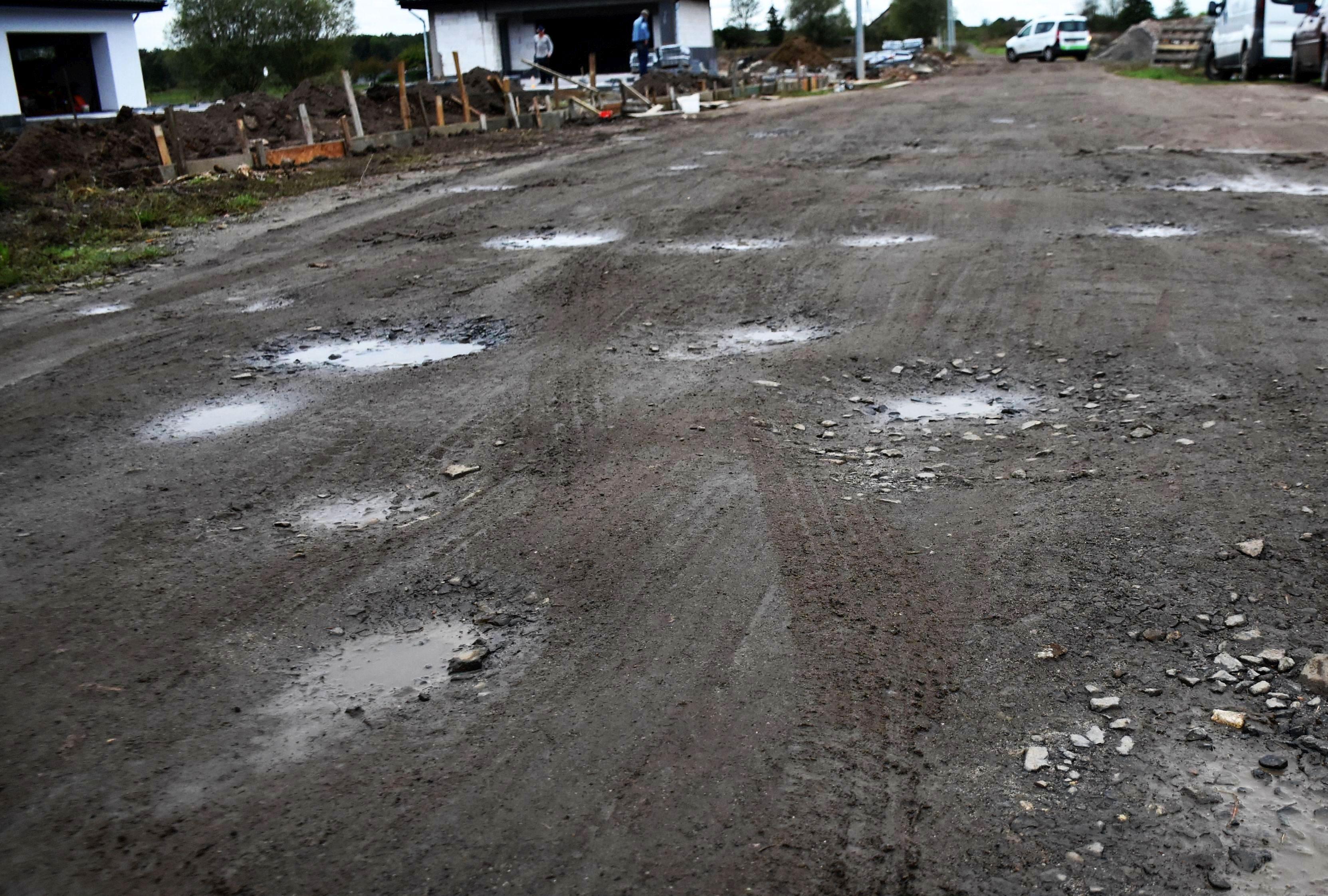 Ilustracja do informacji: Będą kolejne kilometry nowych dróg na wsiach!