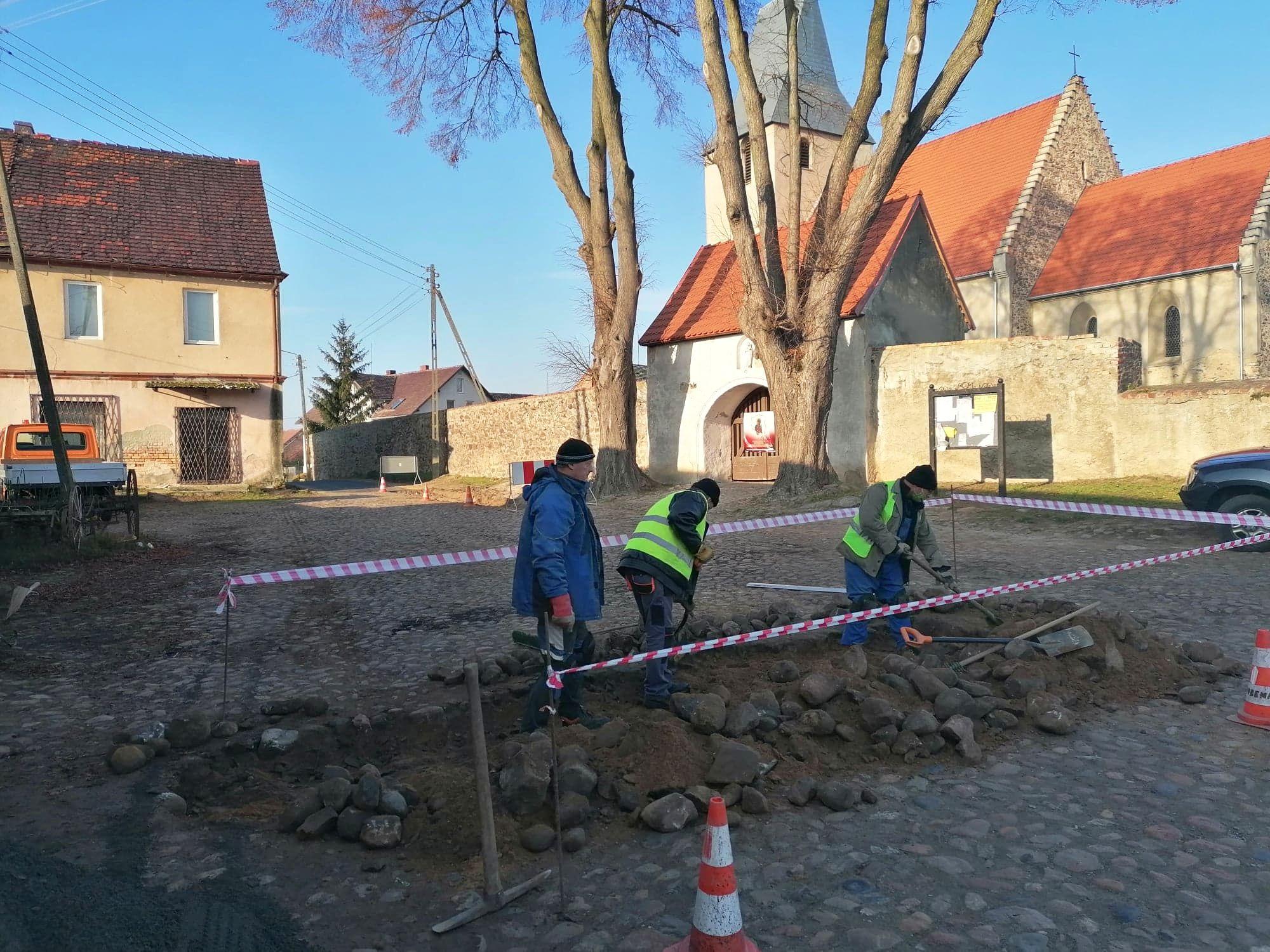 Ilustracja do informacji: Na placu budowy w Siecieborzycach