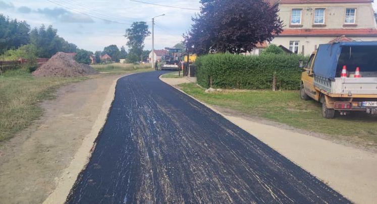 Ilustracja do informacji: Witków z kolejną drogą asfaltową