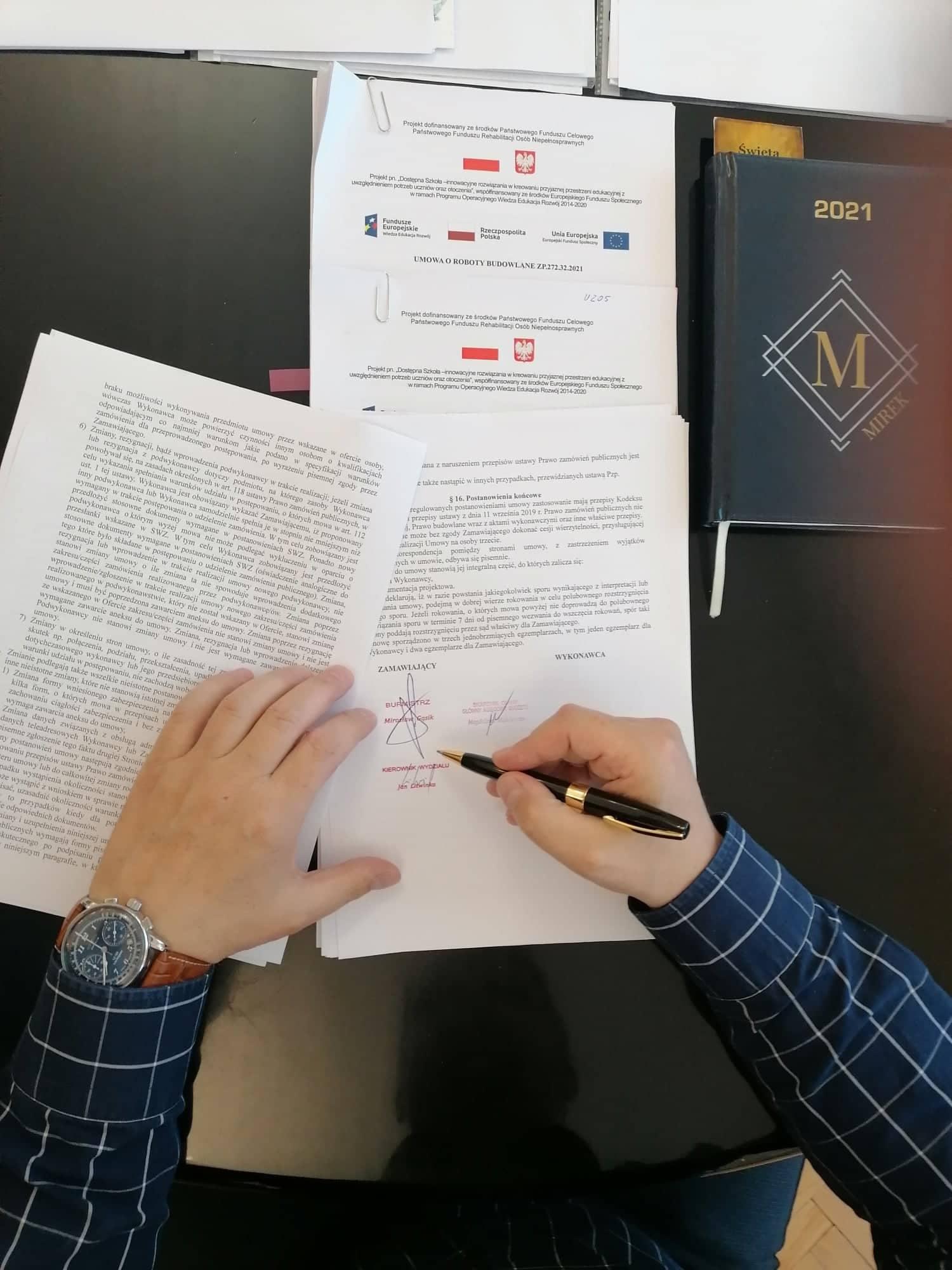 Ilustracja do informacji: Umowa na modernizację szkół podpisana!